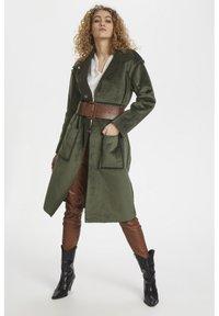 Denim Hunter - DHBELLE SHEARLING COAT - Płaszcz wełniany /Płaszcz klasyczny - forest night - 0