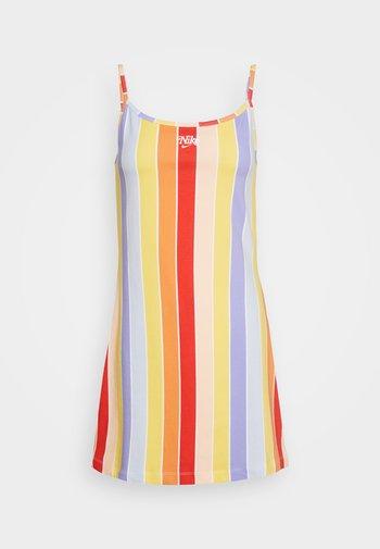 RETRO FEMME DRESS - Žerzejové šaty - track red