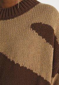 NU-IN - PATTERN - Jumper - dark brown - 6