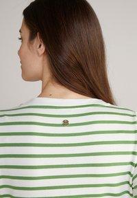 JOOP! - Jersey dress - grün weiß gestreift - 8