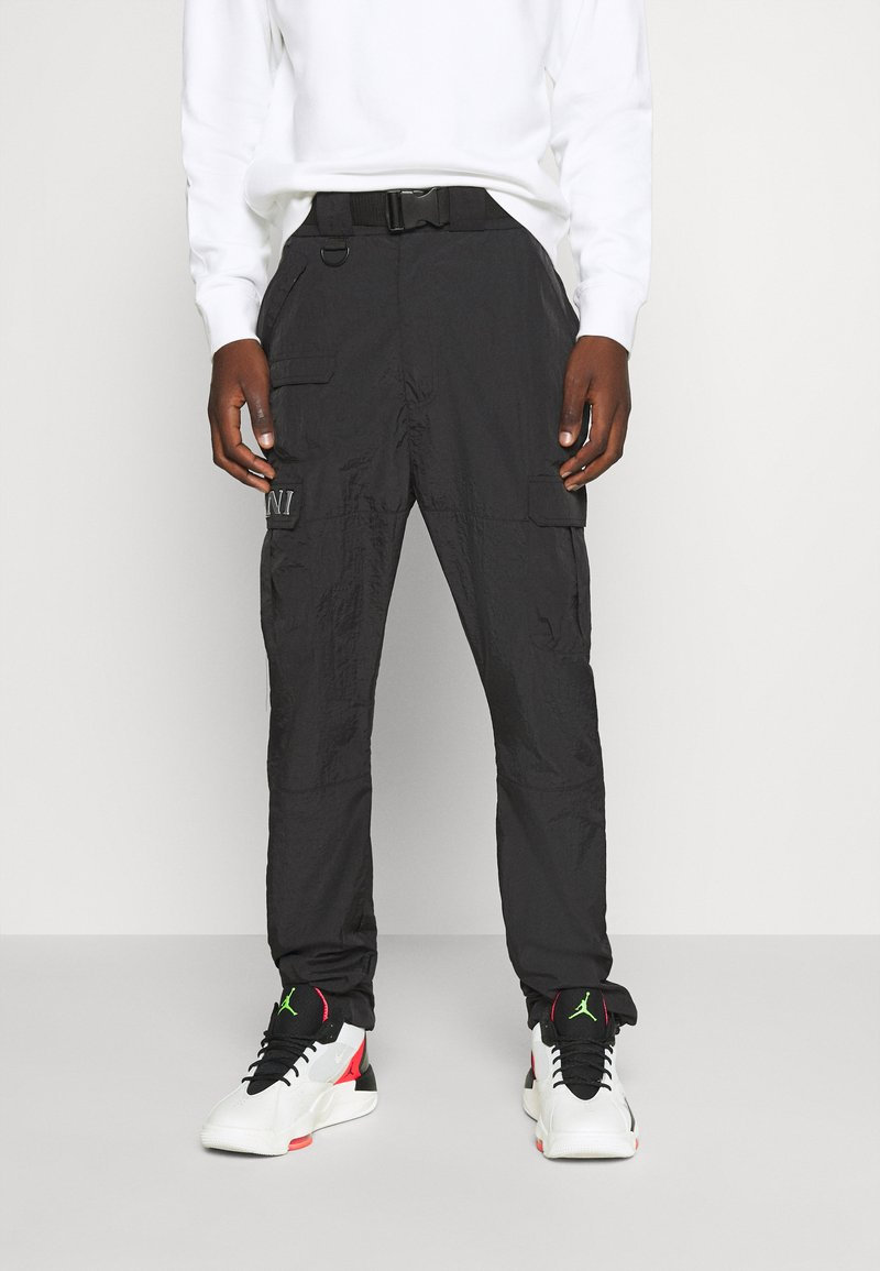 Karl Kani - RETRO  PANTS CRINKLE - Cargo trousers - black