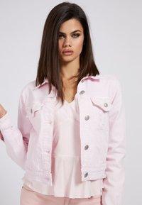 Guess - REGULAR FIT - Denim jacket - hellrose - 0