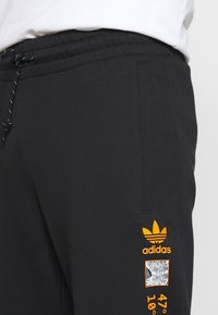 adidas Originals - LOGO - Pantaloni sportivi - black - 4