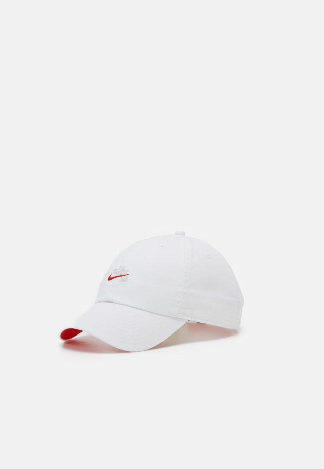 ICON - Cap - white/habanero red