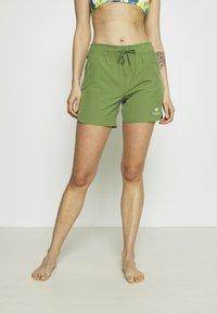 Roxy - Swimming shorts - vineyard green - 0