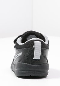 Nike Performance - PICO 4 - Sportovní boty - black/metallic silver - 3