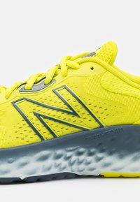 New Balance - EVOZ - Nøytrale løpesko - sulphur yellow - 5