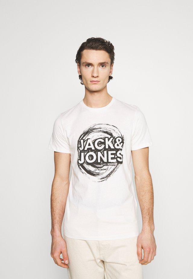 JORDUSTY TEE CREW NECK - Print T-shirt - cloud dancer
