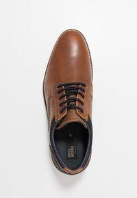 Bullboxer - Sznurowane obuwie sportowe - cognac - 1