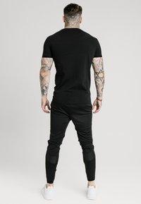 SIKSILK - TECH LOGO TEE - T-shirt - bas - black - 2