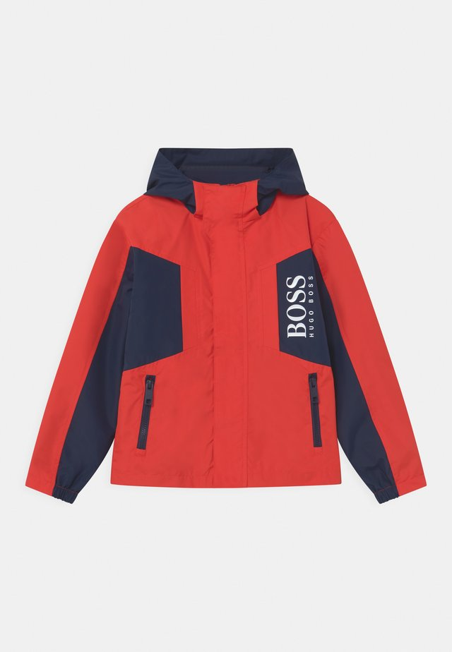 WINDBREAKER - Jas - bright red