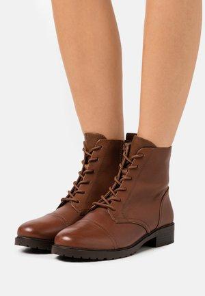 GRENANI - Šněrovací kotníkové boty - cognac
