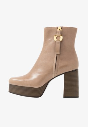 High heeled ankle boots - sierra/terra