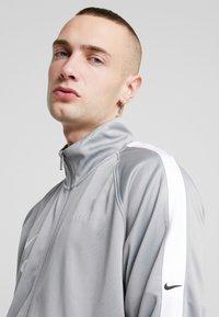 Nike Sportswear - Verryttelytakki - particle grey/white/black - 3