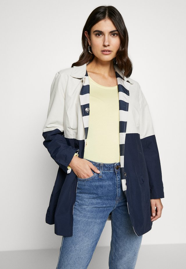 REVERSIBLE TRENCH - Short coat - navy