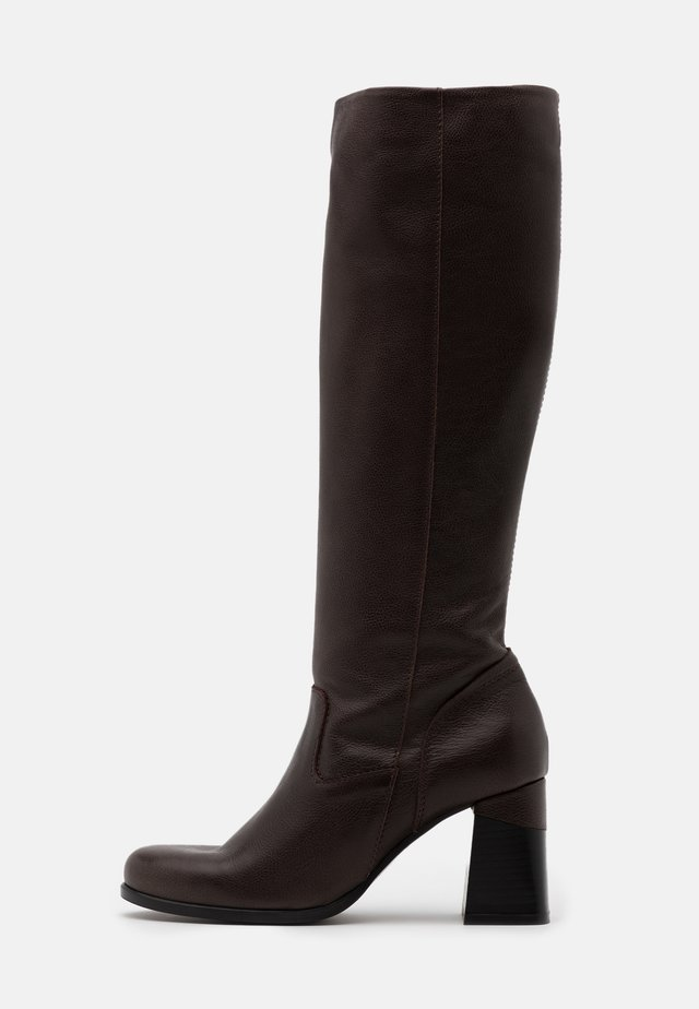 Boots - twister brown