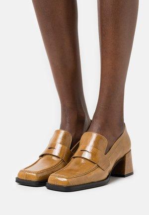 Classic heels - legno