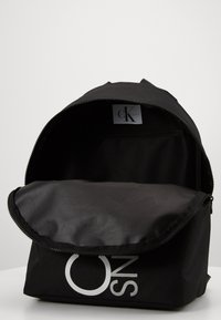 Calvin Klein Jeans - INSTITUTIONAL LOGO BACKPACK - Rygsække - black - 2