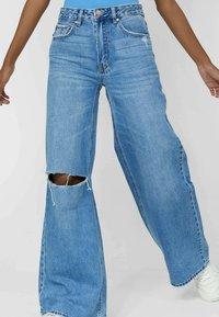 Stradivarius - Jeans bootcut - blue - 0
