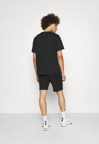 CLOSURE London - BRANDED WAISTBAND  - Shorts - black - 2