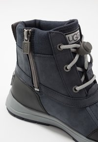 UGG - TURLOCK - Lace-up ankle boots - black/sapphire - 5