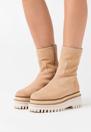 LEIRA - Zimní obuv - sable