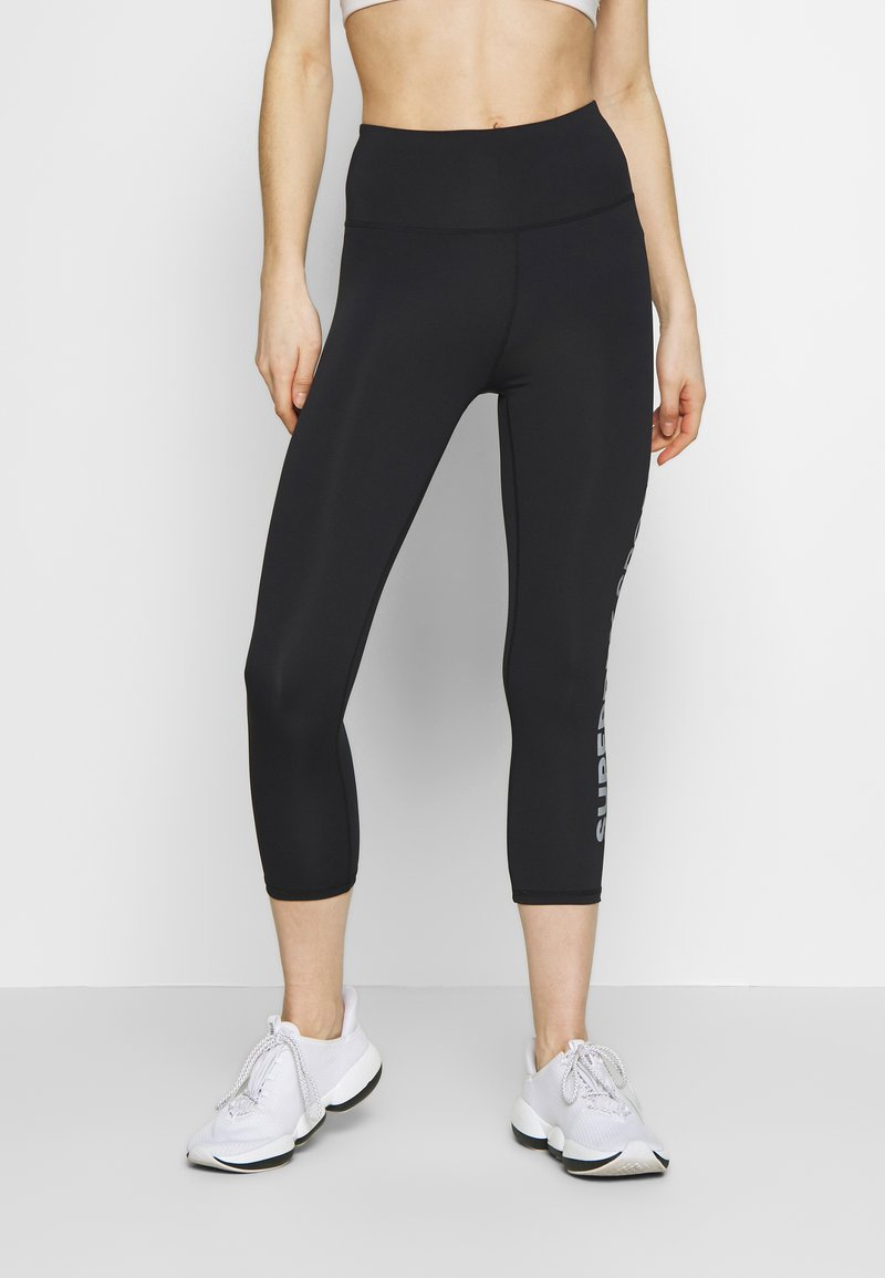 Superdry - TRAINING ESSENTIAL CAPRI - Legginsy - black