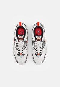 Nike Sportswear - AIR VAPORMAX - Trainers - summit white/crimson-black-reflect silver - 3
