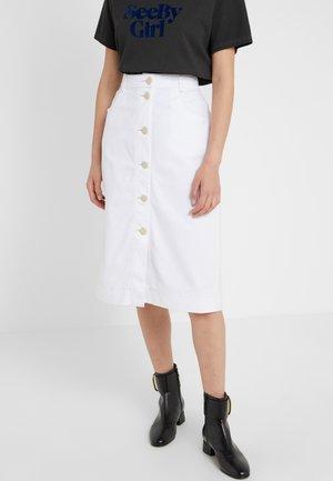 Pouzdrová sukně - white