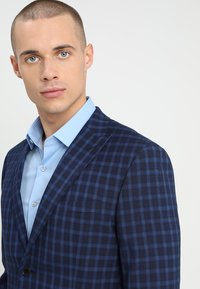 Isaac Dewhirst - FASHION  SLIM FIT - Oblek - navy - 6