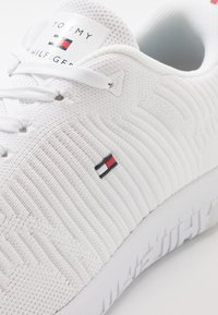 Tommy Hilfiger - CORPORATE RUNNER - Trainers - white - 5