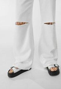 Bershka - Flared jeans - white - 3