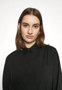 Calvin Klein - TIE CUFF SHIRT DRESS - Denní šaty - black - 3