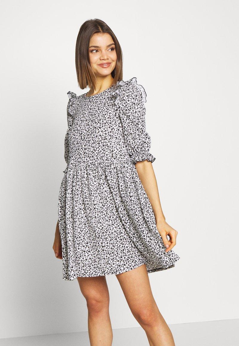 Miss Selfridge - TEXTURED MINI DRESS - Denní šaty - white
