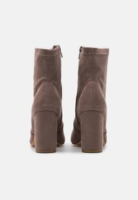 Madden Girl - RAPIDD - Classic ankle boots - grey - 3