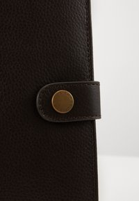 Barbour - KILNSEY NOTEBOOK COVER - Travel accessory - dark brown - 3