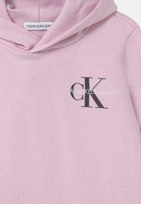 Calvin Klein Jeans - SMALL MONOGRAM HOODIE UNISEX - Hoodie - lavender pink - 2
