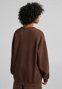 Bershka - OVERSIZED - Sweatshirt - brown - 2