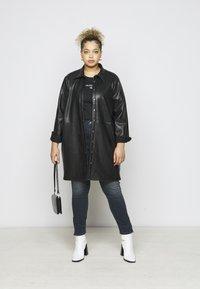 Calvin Klein Jeans Plus - ROUND TEE - Print T-shirt - black - 1