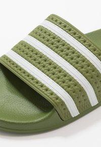 adidas Originals - ADILETTE - Pantofle - forest green/super color - 5