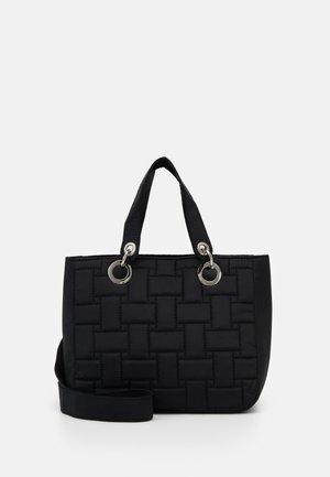 TRAVEL QUILT  - Håndtasker - black