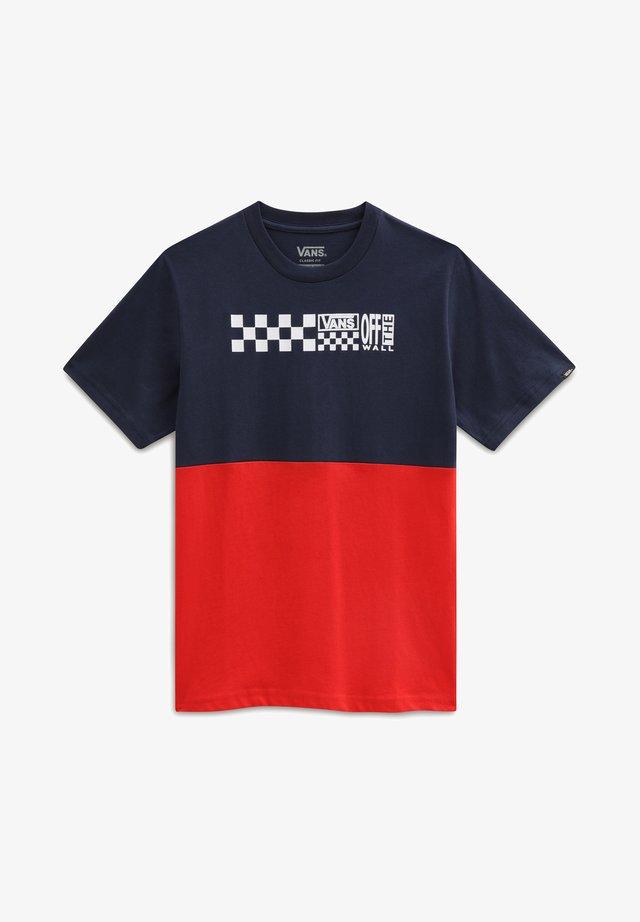 BY CHECK BLOCK S/S - Print T-shirt - dress blues/high risk red