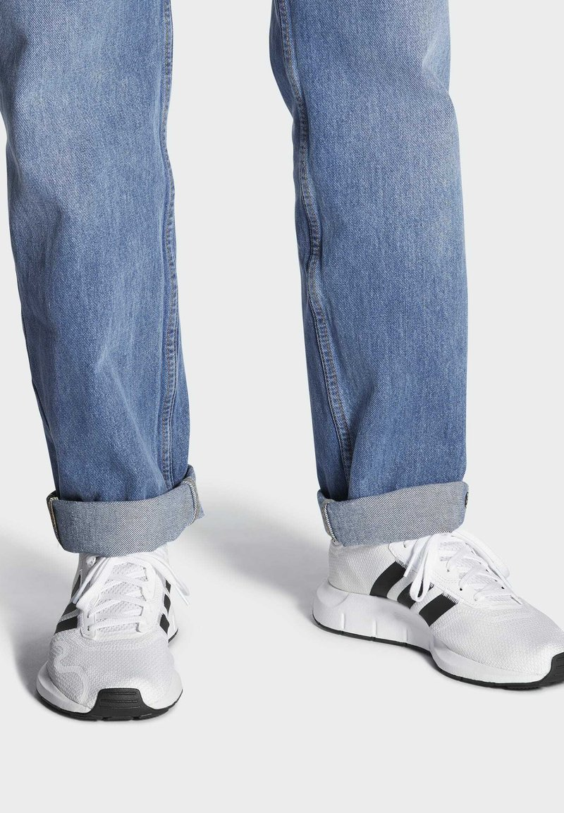 adidas Originals - SWIFT SPORTS STYLE SHOES - Sneakers laag - white