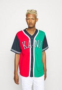 Karl Kani - COLLEGE BLOCK BASEBALL - Skjorta - red - 0