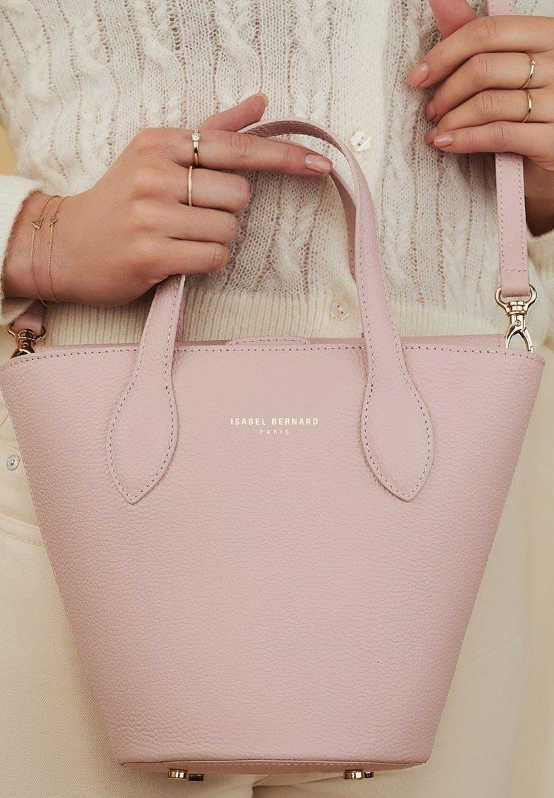 Isabel Bernard - Handbag - rosa