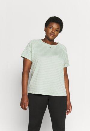 ONPSAHA TRAIN TEE CURVY - Print T-shirt - sea foam