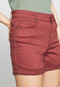 Vero Moda - VMHOT SEVEN MR FOLD SHORTS COLOR - Denim shorts - sable - 3