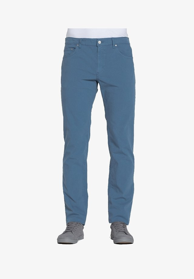 PANTALONE PER UOMO, TINTA UNITA, TESSUTO IN TELA - Jeans a sigaretta - blu