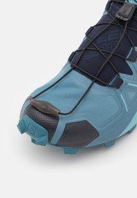 Salomon - SPEEDCROSS 5 - Běžecké boty do terénu - bluestone/night sky/delphinium blue - 5
