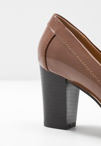 Wallis - CONQUER - Classic heels - toffee - 2